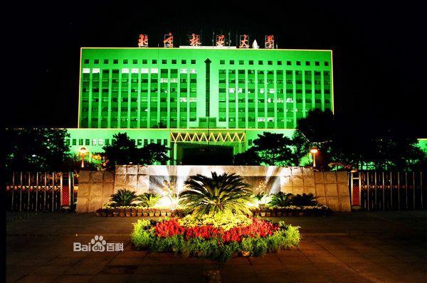 北京林业大学主楼的夜景