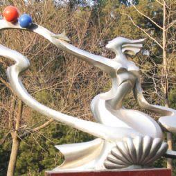 北京林业大学的雕塑—青春