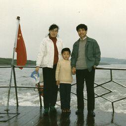 乘船游淠河(1991年)