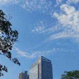 蓝天下的高速财富广场(20190726)